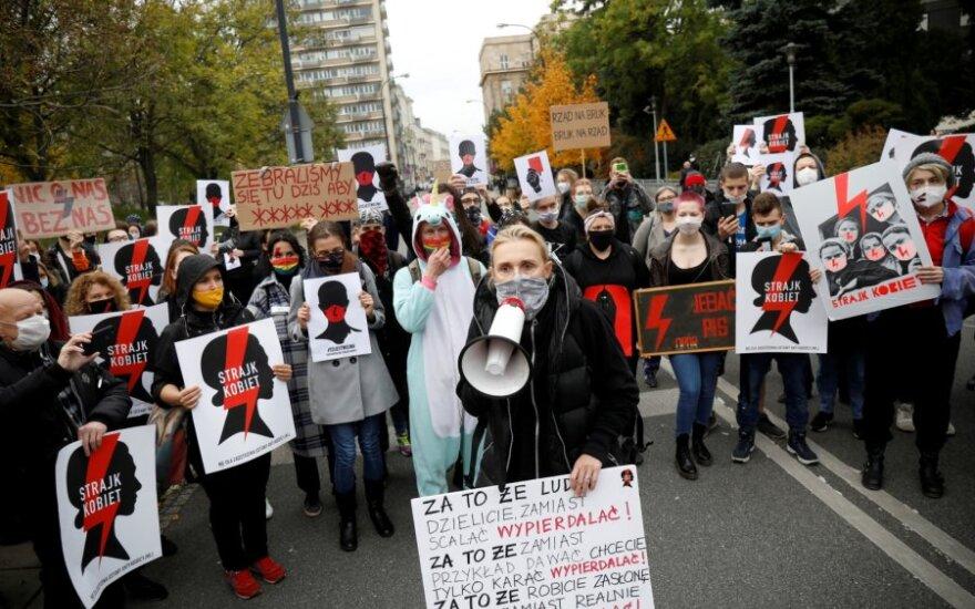 Lenkijos sostinėje rengiama didžiulė demonstracija prieš griežtesnę abortų tvarką