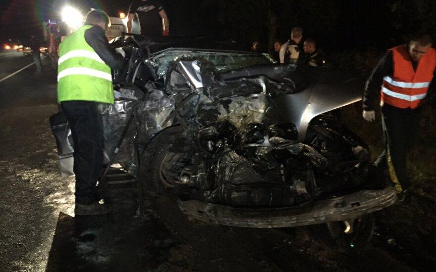Авария у Плунге: погибла мать с дочерью, мужчина скончался в больнице