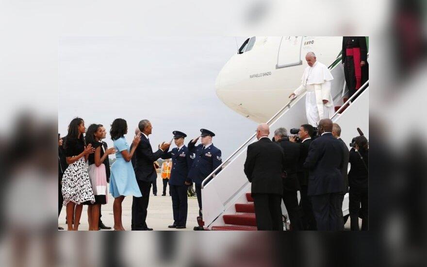 Обама встретил Папу Франциска у трапа самолета
