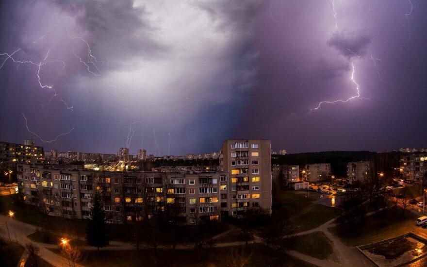 Сильный ветер принесет перемены: прогнозируют ветер и град