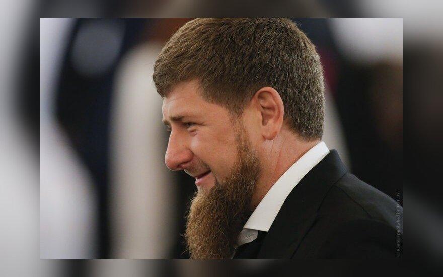 Кадыров подарил Mercedes пятилетнему мальчику. Тот отжался четыре тысячи раз в честь главы Чечни