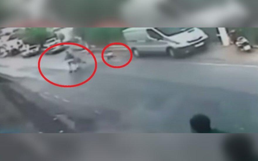 Złapał wózek