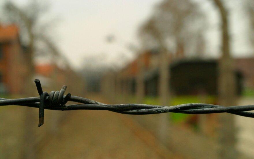 Один из последних выживших в Освенциме узников умер от коронавируса
