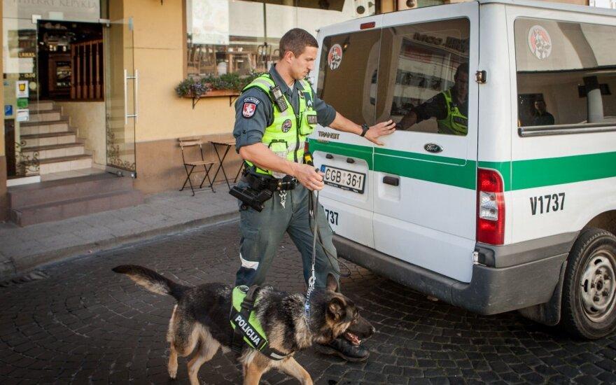 В вильнюсскую гимназию вызвали кинолога с собакой - найдены наркотики