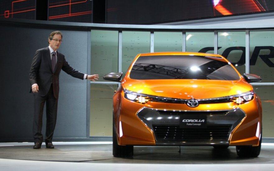 Toyota дразнит поклонников фрагментами новой Corolla