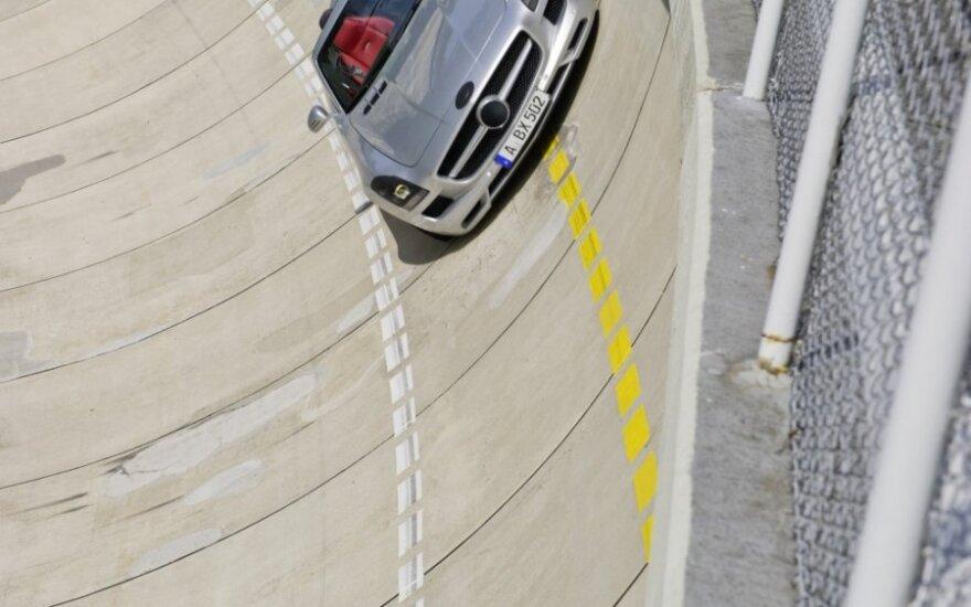 Тест-пилот Mercedes-Benz проедет в контролируемом заносе 3 км