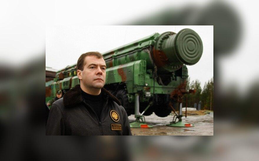 Медведев: Россия должна быть способна дать ответ