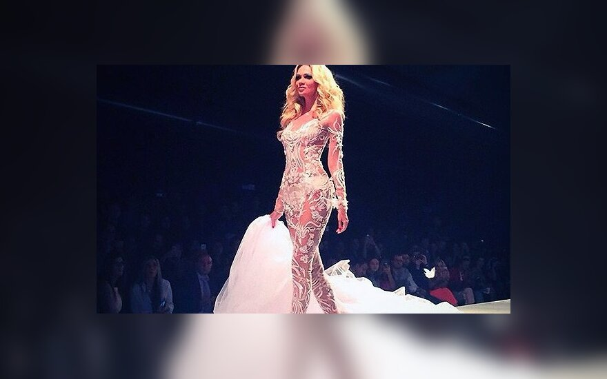 Лопырева показала себя в прозрачном свадебном платье
