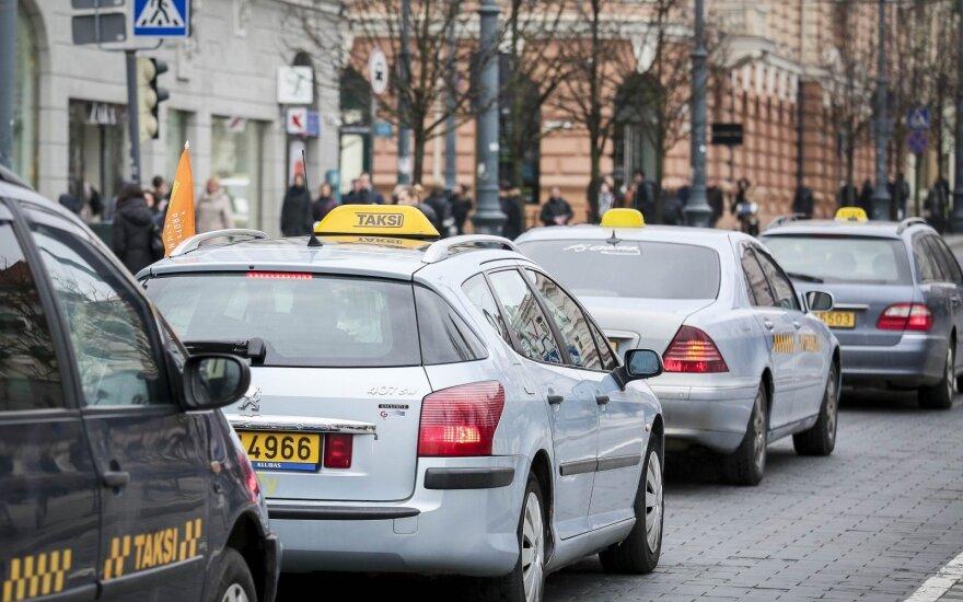 Крупнейшую вильнюсскую компанию такси подозревают в сокрытии 5 млн евро