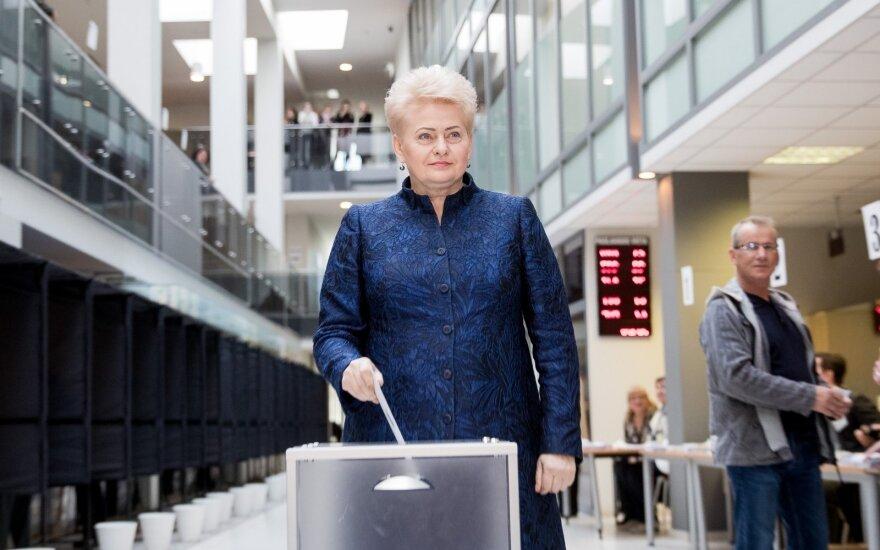 Голосовала президент Литвы: взяла лишь два бюллетеня из трех