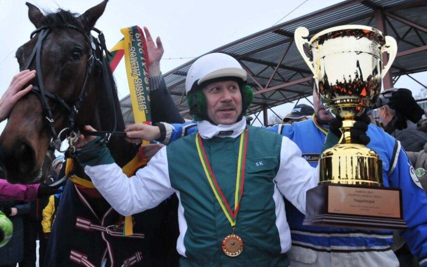 Daugkartinis Sartų žirgų lenktynių čempionas S.Kėrys su Sakalu apgynė titulą ir šiemet