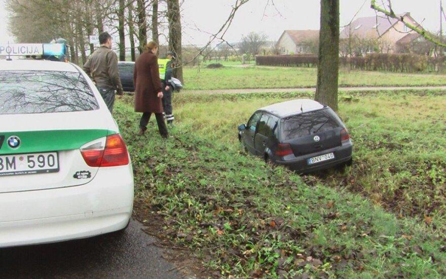 В результате припадка у водителя, автомобиль съехал с дороги