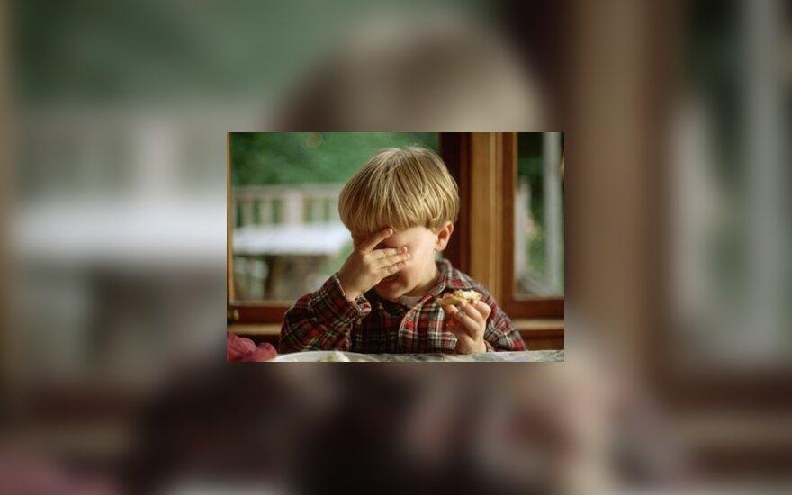 Vaikas verkia, smurtas