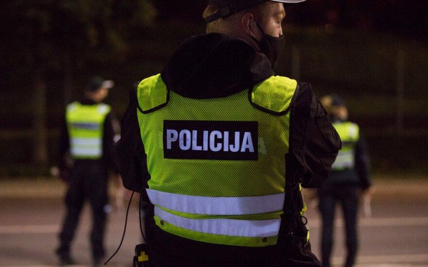 Литовская полиция сообщает о рейдах: за нарушителями будут следить и из зданий