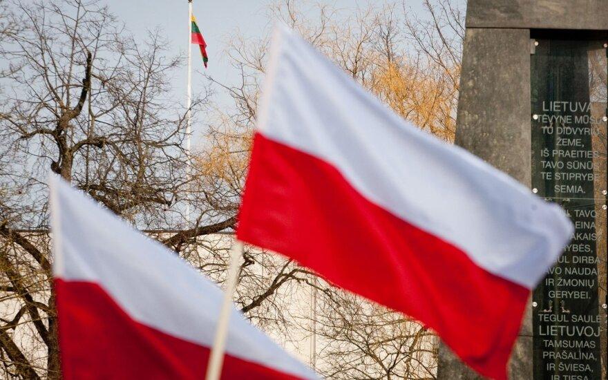 """Konkurs """"Wywieś polską flagę 11 listopada"""". Koło ZPL Wileńska Młodzież Patriotyczna: Wywieszanie polskiej flagi na Wileńszczyźnie jest zgodne z prawem"""