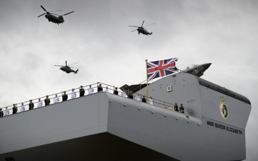Didžiausio D. Britanijos karinių jūrų pajėgų laivo krikštynos