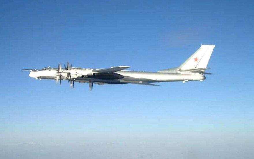 Военные самолеты РФ пролетели над кораблем НАТО
