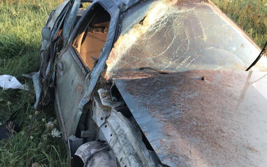 Под Вильнюсом с дороги съехал автомобиль, водитель пьян
