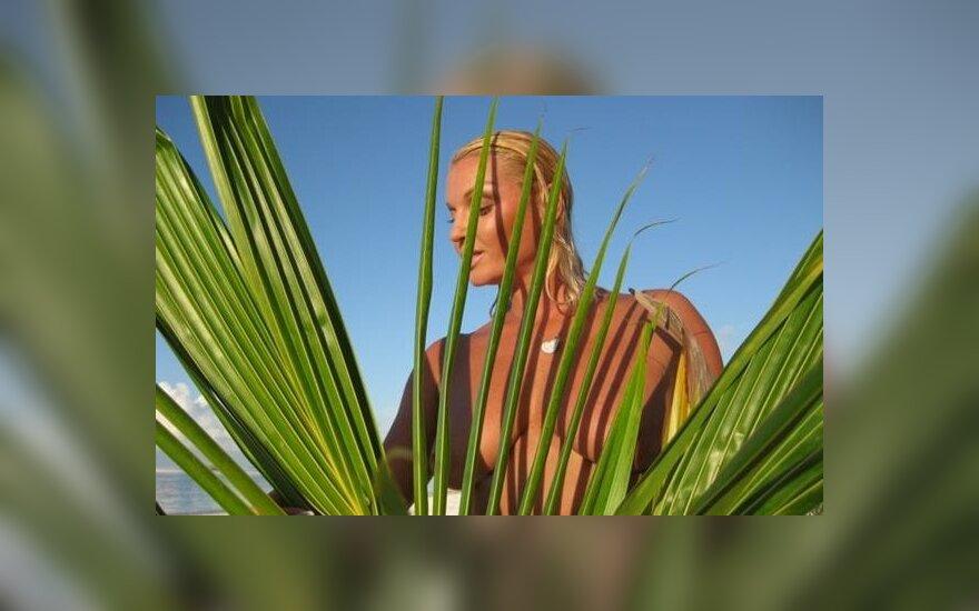 Собчак высмеяла Анастасию Волочкову на пальме
