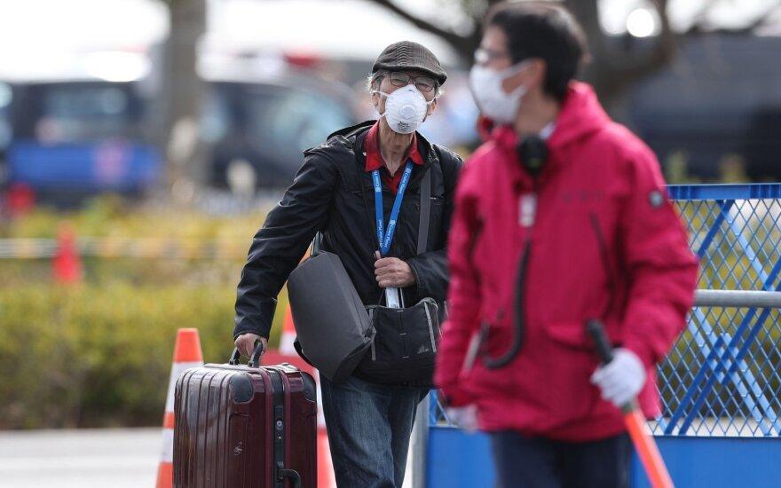 Число новых заражений вирусом COVID-19 в Китае за сутки упало вчетверо