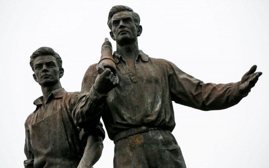 Nowy mer Wilna wstrzymał przetarg na renowację sowieckich rzeźb