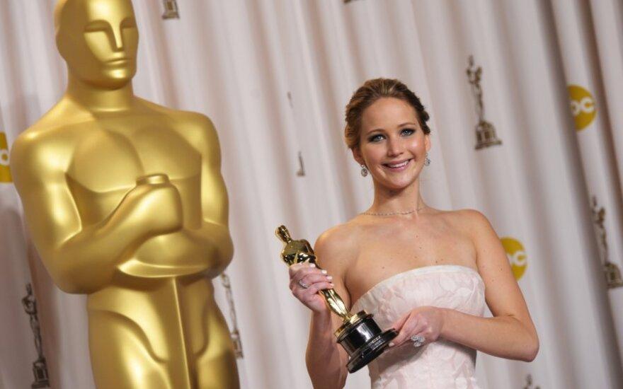 Jennifer Lawrence marzy o kanapie