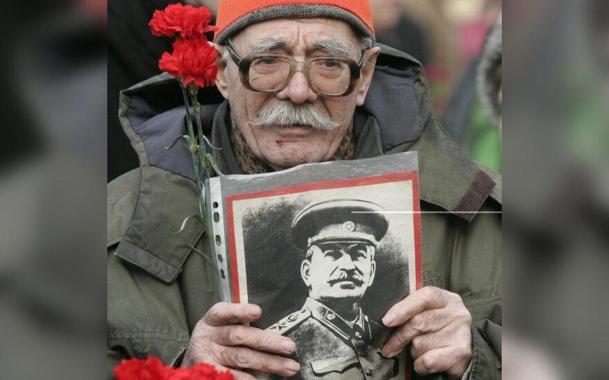 Коммунисты возложили цветы к могиле Сталина
