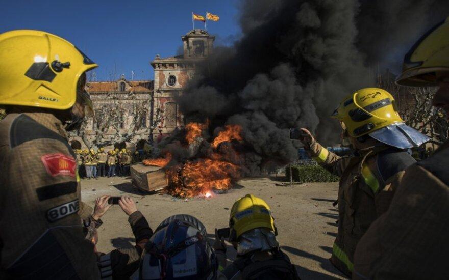Katalonijoje susitikus Madrido vyriausybei protestuotojai susirėmė su policija