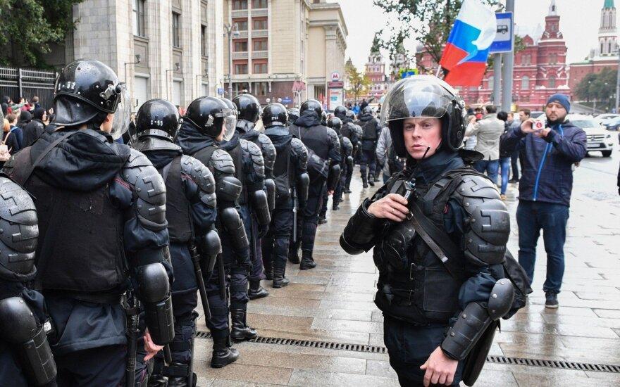 Навальный: Россия не идет к фашизму, но власть президента надо ограничить