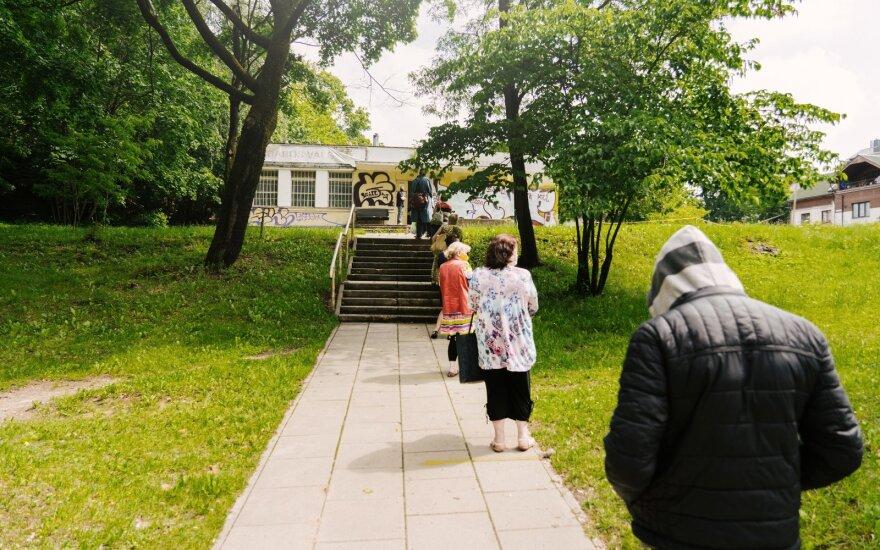 Самое печальное место Вильнюса: сюда каждый день за едой приходят безработные и пенсионеры