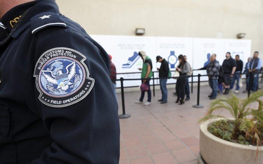 США подняли в два раза цену многократных виз для граждан России