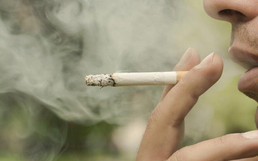 Вредные привычки жителей Балтии: как много пьют и курят, сколько живут