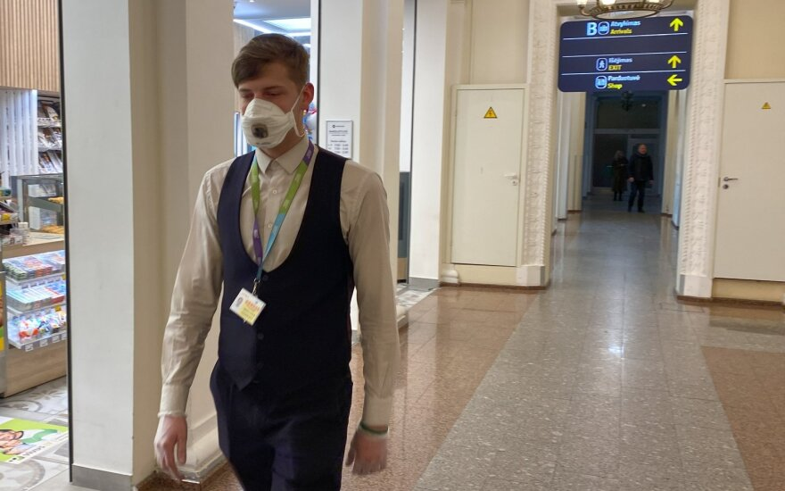 Приехавший из Сингапура британец заразил коронавирусом пятерых соотечественников на курорте во Франции