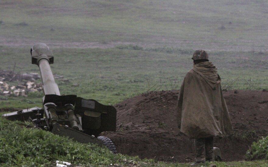 """Азербайджан """"применит все виды оружия"""", если конфликт в Карабахе обострится"""
