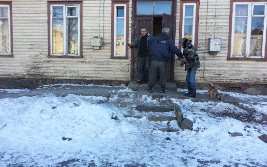 Полиция не приехала по вызову, мужчина зарубил топором сожительницу и ее подругу