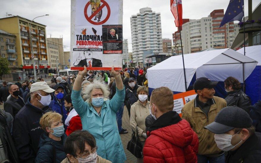 Революция не роз. В Беларуси во время пандемии полным ходом идет президентская кампания