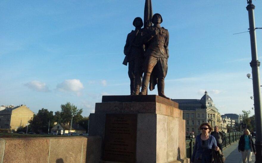 Sowieckie rzeźby znikną z Zielonego mostu... i mogą nie wrócić