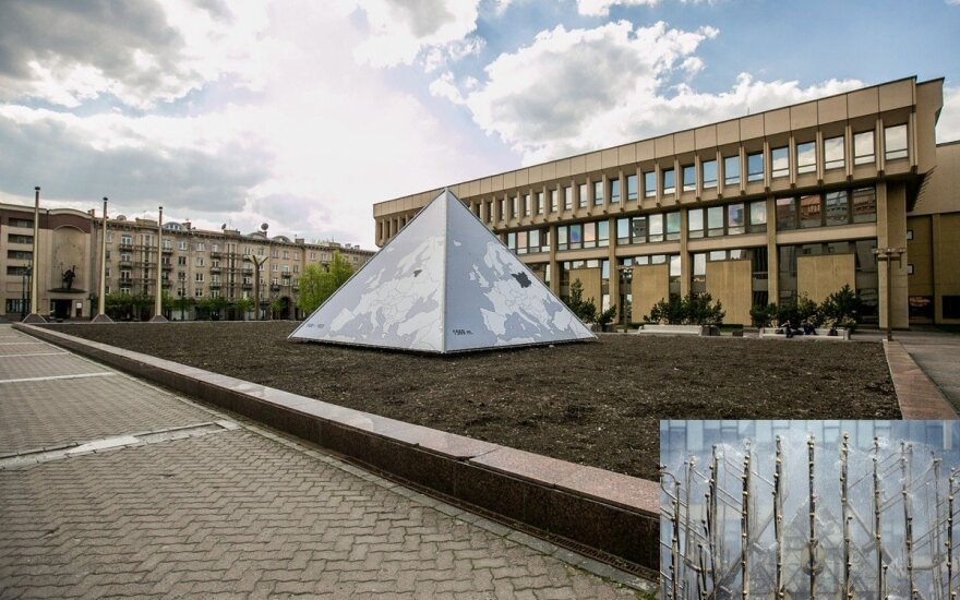 Карбаускис: лучше бы насыпали песка вместо недействующего фонтана у парламента