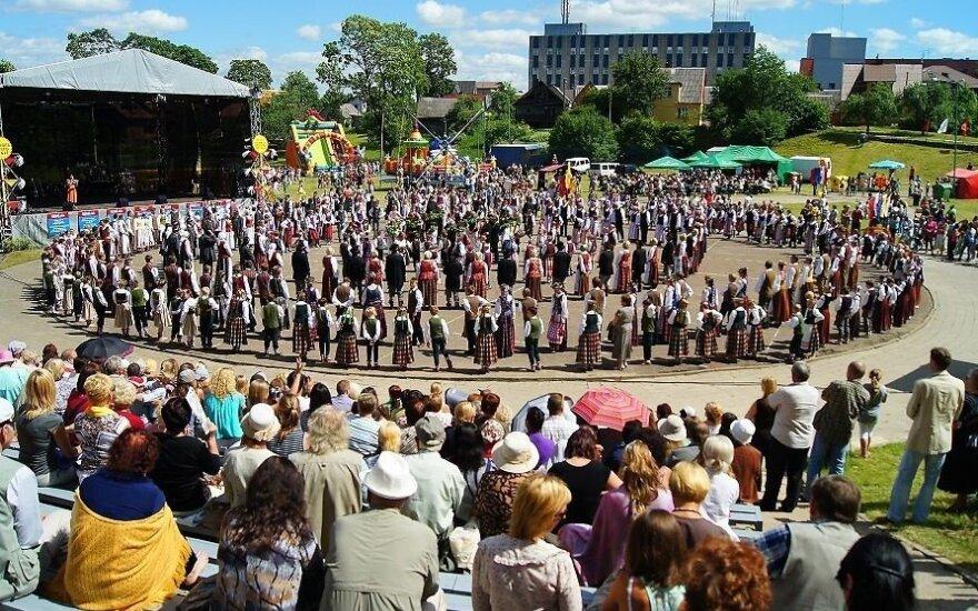Правительство Литвы предлагает не отправлять молодежь из Плунге на фестиваль в России