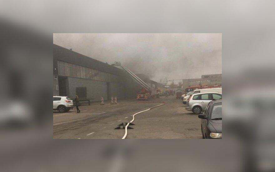 В Каунасе большой пожар – горят склады с бытовой техникой