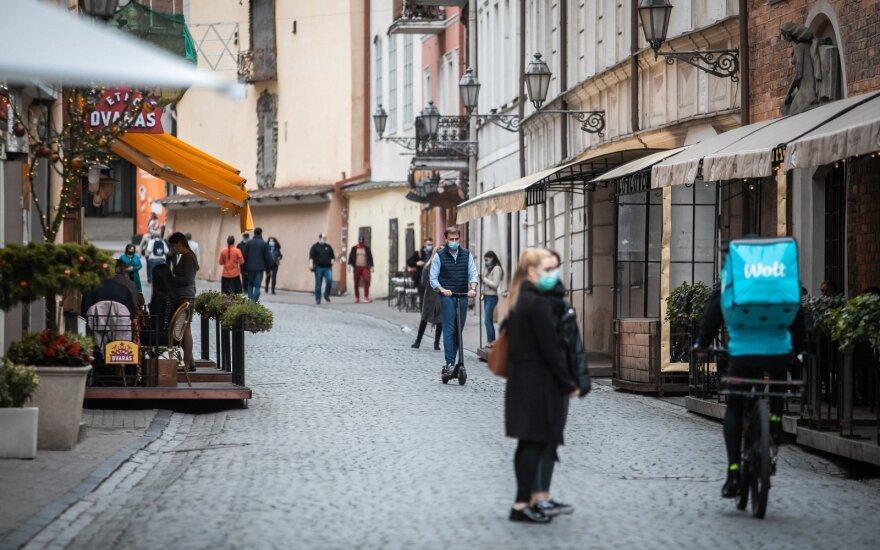 Эпидемиолог предупреждает: все вернувшиеся в Литву из-за границы должны регистрироваться