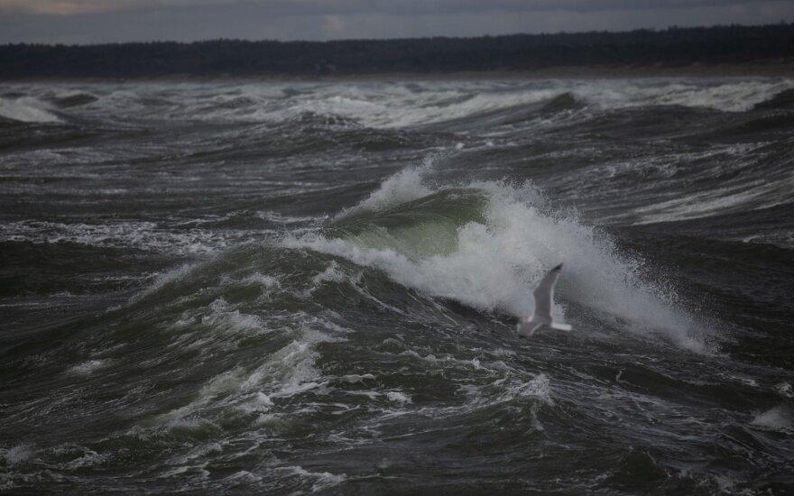 Сильный ветер: тысячи жителей остались без электричества, в Клайпеде ограничено судоходство