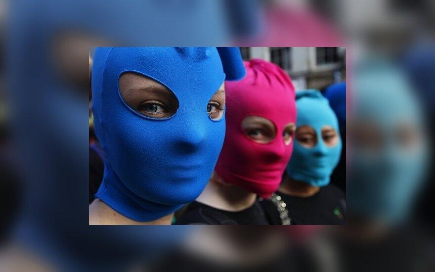 """""""Наши"""" уверяют, что нашли оставшихся на свободе участниц Pussy Riot"""