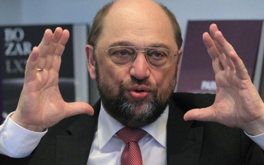 Глава Европарламента спасается от прослушки раритетным мобильным