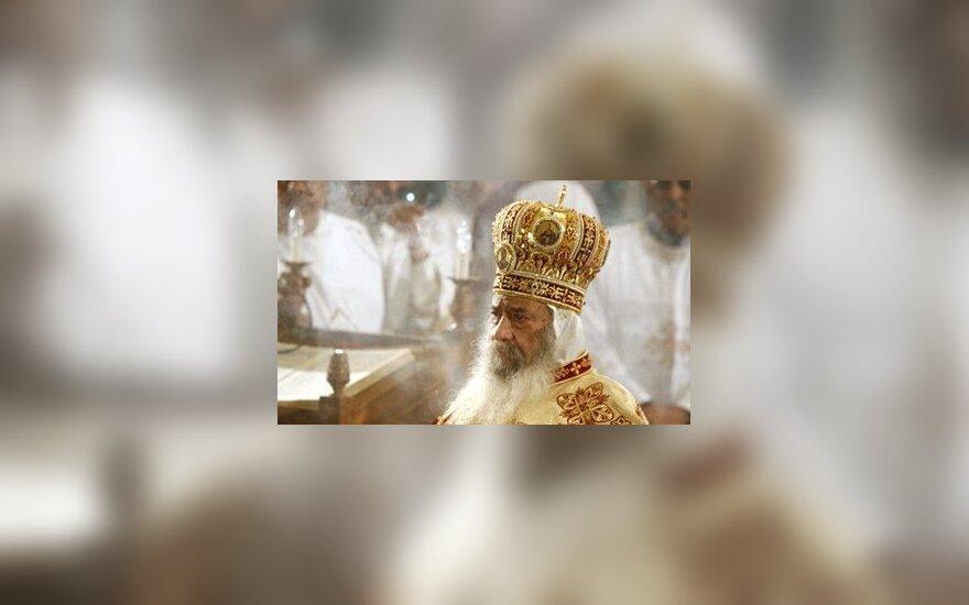 Egipto koptų ortodoksų popiežius Shenouda III atlieka religines apeigas Kaire.