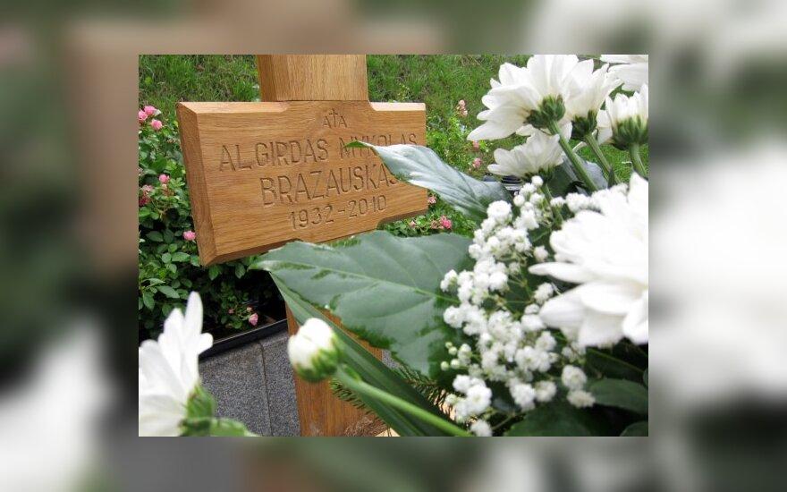 На установку надгробия Бразаускасу может быть объявлен конкурс
