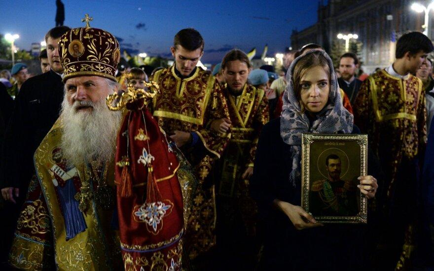 Поклонская с иконой Николая II приняла участие в многотысячном крестном ходе
