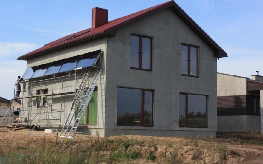 """Namas šildomas saulės energija ir granuliniu katilu / UAB """"Hydropool"""" nuotr."""