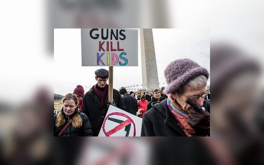 Тысячи американцев протестуют против оружия