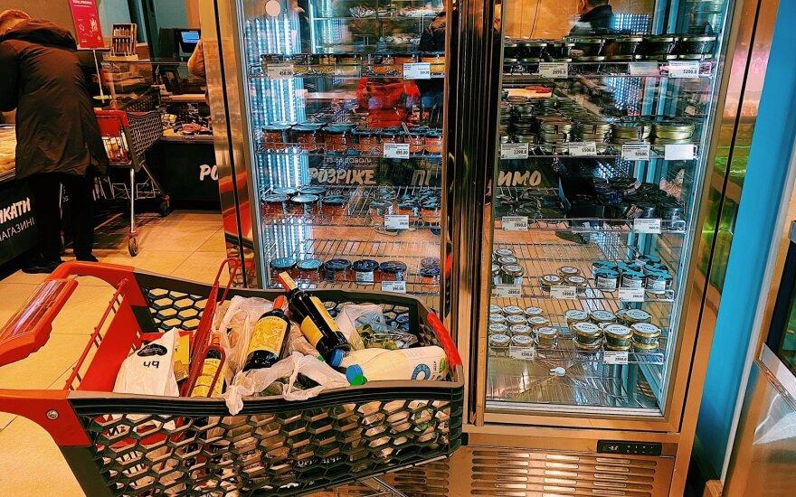 Киевский элитный магазин: холодильник с икрой, аквариум с устрицами и девушки в поиске богатых мужей